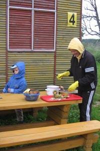 Супруга Андрея Шевченко, Юля, сходила за грибами - пока не начались ключевые игры