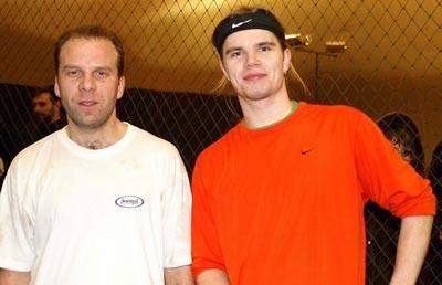 Игорь Иванов из Петрозаводска (справа) остановил на пути к финалу нашего прошлогоднего чемпиона Константина Щая-Зуброва (слева)