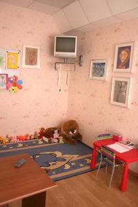а для детей есть отдельная комната. Со своим телевизором
