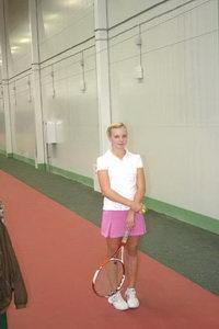 Катя Репалова уже вовсю шлифует здесь свое теннисное мастерство