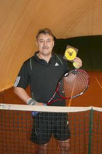 Герман Щукин получил диск с видеозаписью своих теннисных ударов