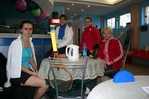 Участницы женского разряда – за круглым столом