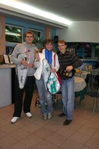 Слева направо: победитель верхнего дивизиона Шехин Сергей, победительница женского разряда Степанова Наталья, финалист верхнего дивизиона Кириллов Артем