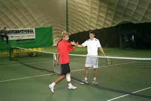 Иван Умников (на фото слева) уступил Борисенко Кириллу в упорной борьбе