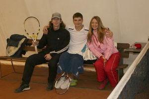 Празднично-боевой настрой. Слева направо: Дмитрий Метелица, Кирилл Борисенко и его спутница Юлия