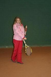 Юля, мастер спорта по художественной гимнастике, исполнила упражнение с теннисными булавами