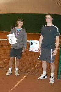 Роман Потапов (слева) переиграл в финале Подмастерьева Михаила (справа)