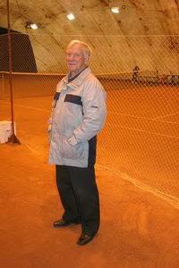 Олег Владимирович тренирует юных гимнастов и знает, насколько важна разминка перед матчем