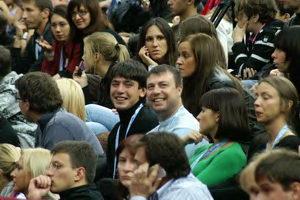 на фото улыбаются Кирилл Яшков (слева) - участник турниров CREYDA, и Игорь Лапиков - тренер Андрея Голубева