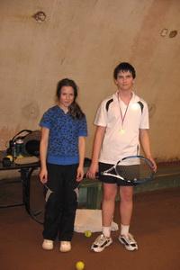 Финалист старшего разряда (9-14 лет) Вероника Мельничук (Л) и победитель Кирилл Ковалев