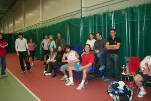 Дружная компания любителей тенниса - кто играл в Абсолютном разряде, кто наблюдал за красивой игрой...