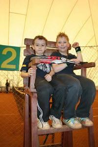 Сидя за теннисной партой