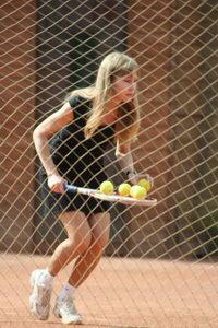 Собрать мячи - задача не из легких. Она под силу только самым стойким!