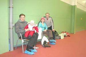 Александр Пармон (на фото крайний справа) приехал из СОснового Бора с целой группой поддержки