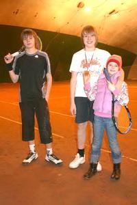 Финалист турнира Воронов Егор (на фото слева) и победитель Марунич Даниил с сестрой Елизаветой