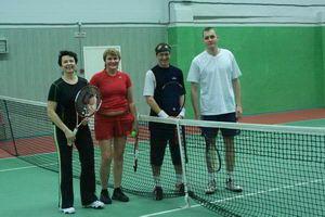 Пара Гордеева Елена - Семищенко Светлана (слева направо) с удовольствием сыграли с мужскими парами