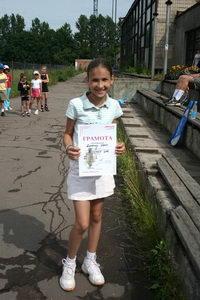 Финалистом верхнего дивизиона стал Дыбкин Иван. Награду за него получила сестра Алена (на фото)