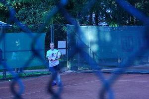 Из-за решетки можно было понаблюдать за игрой Афиногенова Олега