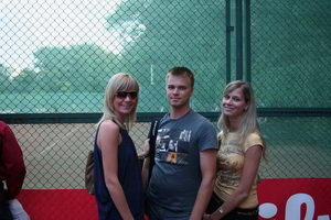 Максим Поташов - окружен двойною красотой