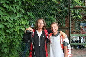 Большой энтузиаст с длинными волосами Дмитрий Метелица (Л) вместе с Виктором Жванько