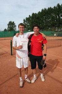 Победитель в среднем дивизионе Павел Платонов (Л) и финалист Игорь Ермолин