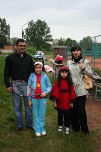 Исмаилову Фидан (вторая слева) прибыла поддержать вся семья