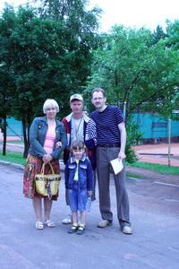 Любители тенниса из города Кириши приехали посмотреть на корты и познакомиться поближе