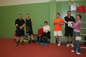Владимир Киселев (на фото в оранжевой футболке) праздновал свой день рождения накануне турнира