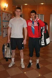 Перед игрой с большим братом Подмастерьевым (на фото слева) Сергею Горпинко потребовался звонок другу