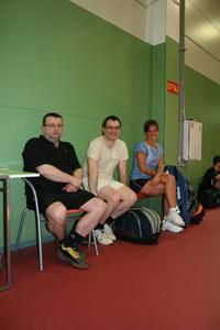 Очаровательная Аня (на фото справа) пришла посмотреть на игру наших теннисистов. Ей нравится теннис, она планирует активно участвовать в теннисной жизни