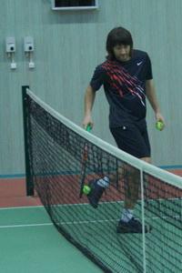 Сергей Недвига знает большой секрет: в центре теннисная сетка ниже, чем по краям!