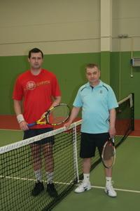 Теннисный день на Динамите начинали Ярослав Черлов (Л) и Леонид Налимов