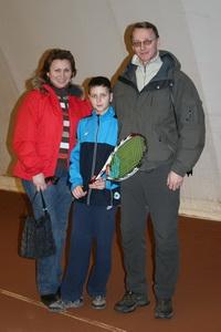 Родители поддерживали Георгия Стрельникова в его первом теннисном турнире