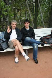 Виктор Нестеренко (Л) и Кирилл Яшков - за правильное движение руки в теннисе