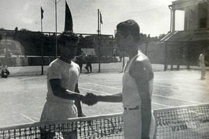 До конца семидесятых в теннис играли только в белой форме