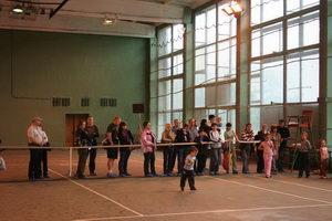 Родители за теннисным барьером