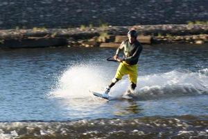 На водных лыжах, с поворотом, да в прыжке - желанным гостем будешь ты на велотреке-ке